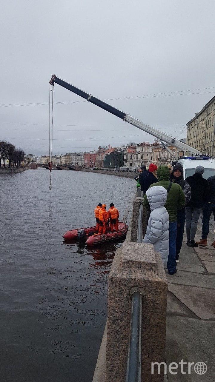 Фото с места падения автомобиля в реку Фонтанку. Фото ДТП/ЧП, vk.com