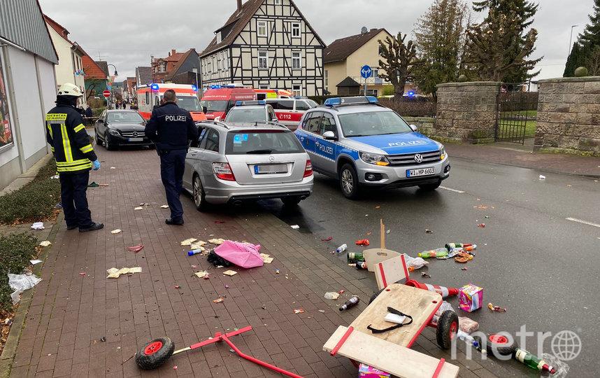На карнавале в немецком городе Фолькмарзен машина врезалась в толпу. Фото AFP