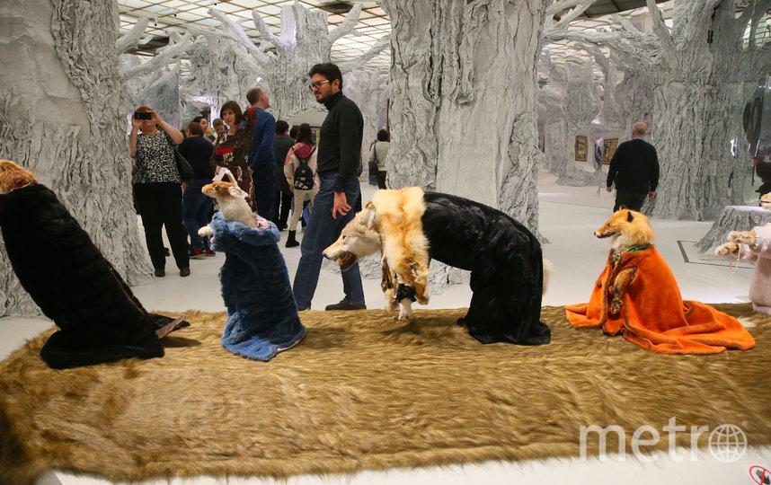 Композиция «Ледниковый период» изображает сказочных зверей в шубах. Животные шествуют по подиуму, словно на модном показе. Фото Василий Кузьмичёнок