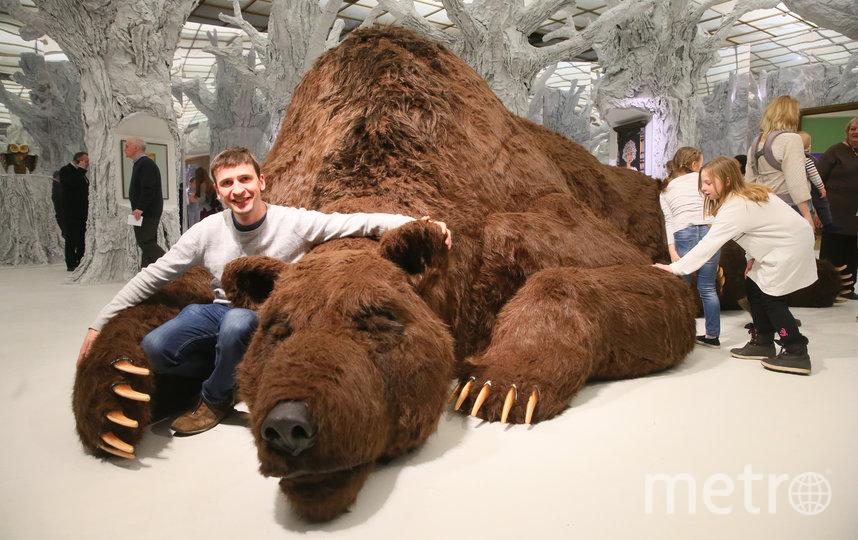 Самый популярный экспонат выставки – большой добрый мишка, один из главных персонажей русских сказок. Фото Василий Кузьмичёнок