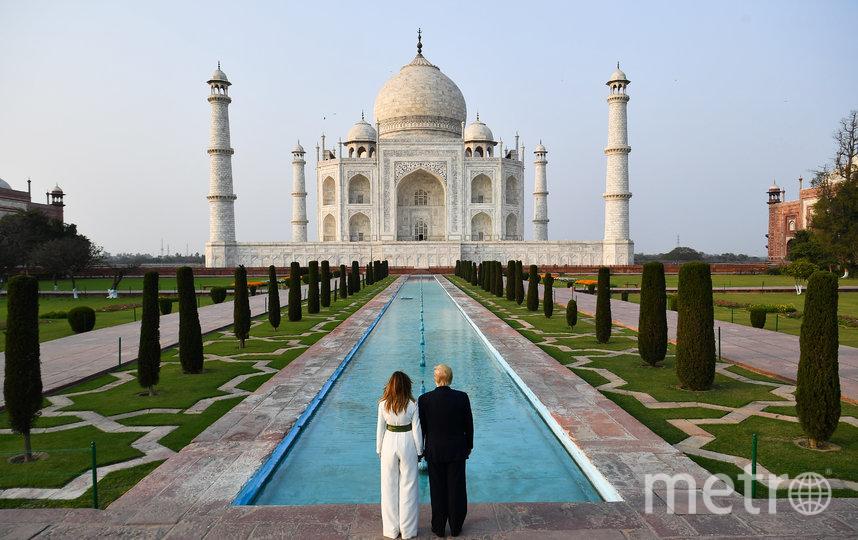 Дональд и Мелания Трамп посетили мавзолей-мечеть Тадж-Махал. Фото AFP