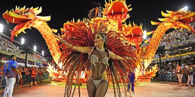 В Рио-де-Жанейро проходит карнавал.
