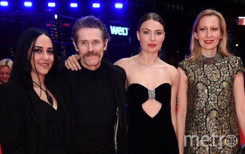 Уиллем Дефо, Кристина Кириак и Дуня Сычева (справа). Фото Getty