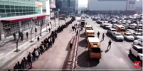 Коронавирус наступает: гигантскую очередь за масками в Корее запечатлели с дрона