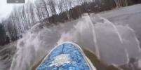 Петербургский серфер поймал волну в лесу: видео