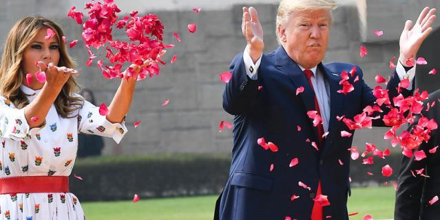Дональд и Мелания Трамп посетили мемориал Радж Гхат.