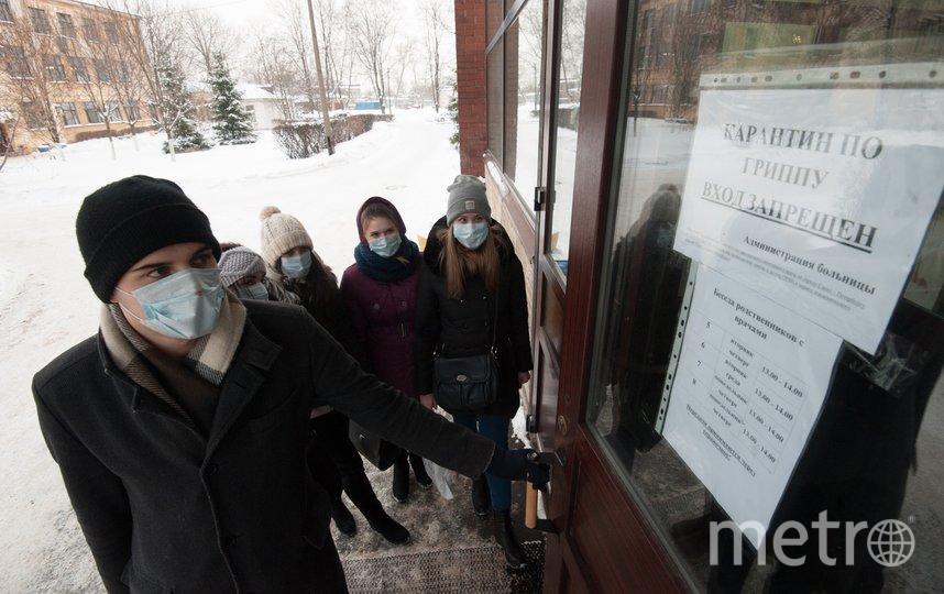 """Горожане по-прежнему считают маски одним из самых действенных способов профилактики ОРВИ, гриппа и заодно злосчастного коронавируса. А вот противовирусных стали покупать всего на 2% больше. Фото Святослав Акимов, """"Metro"""""""