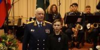 Спасший девочку от похищения иркутский подросток получил награду от Бастрыкина
