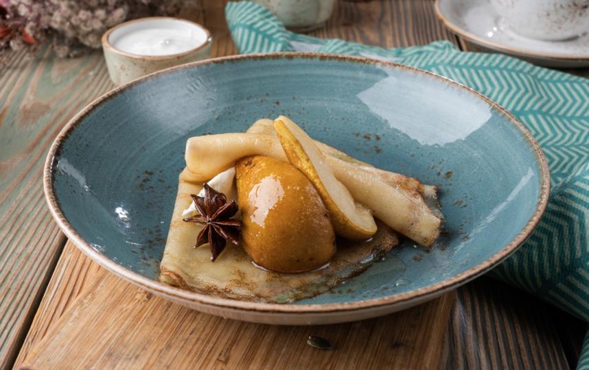 Блин с грушей в карамели с кафрским лаймом. Фото предоставлены рестораном Marketplace