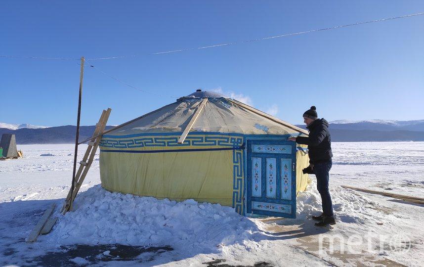 Рыбалка на Байкале проходит в юрте, где в центре установлена печка-буржуйка. Фото Дмитрий Роговицкий