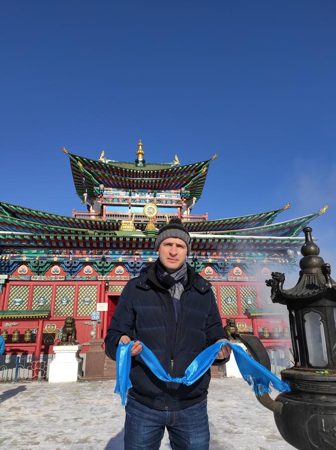 То и дело встречаются красочные бурятские храмы. Фото Дмитрий Роговицкий