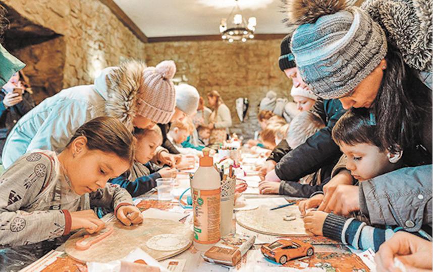 Лепка из солёного теста в интерьерах московской булочной времён Гиляровского, Толстого и Чехова. Фото Московские сезоны