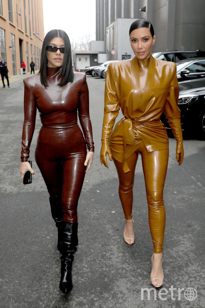 Показ Balenciaga. Кортни Кардашьян и Ким Кардашьян. Фото Getty