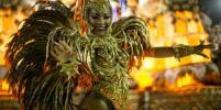 На карнавале в Рио победа досталась красоткам за перфоманс про женщин Бразилии – фото