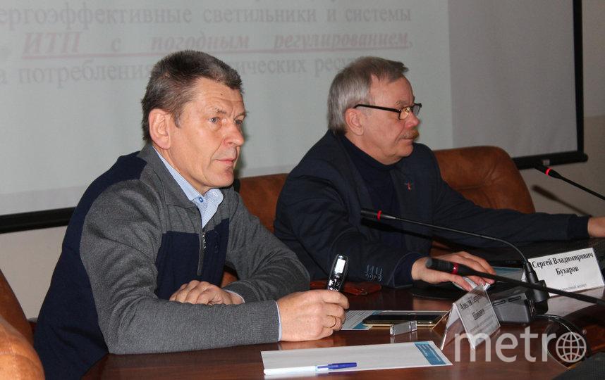 Алексей Шибанов (на фото слева) отметил, что развитие системы погодного регулирования может на треть снизить плату за тепло. Фото Предоставлено организаторами