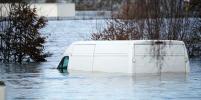 Ураган Хорхе бушует в Британии: падающие грузовики, футбол в грязи и затопленные дома