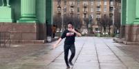 Под Нарвскими воротами в Петербурге блогер станцевал лезгинку (видео)