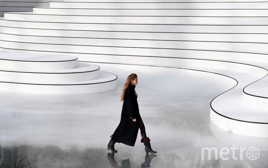 Джиджи Хадид. Показ Chanel. Фото AFP