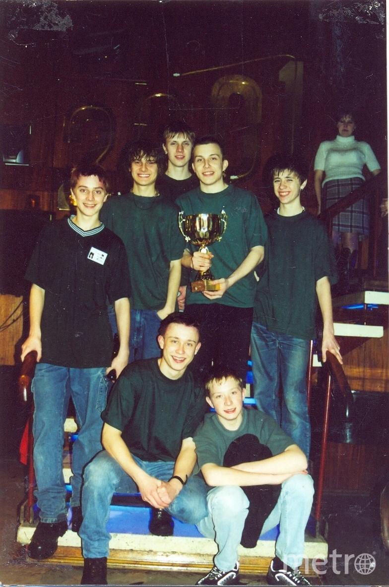 2001 год, команда победителей в городских играх. Илья Прусикин второй справа (стоит). Фото из личного архива Михаила Курочкин