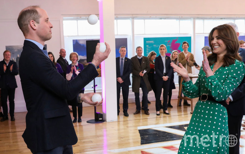 Уильям умеет жонглировать. Фото Getty