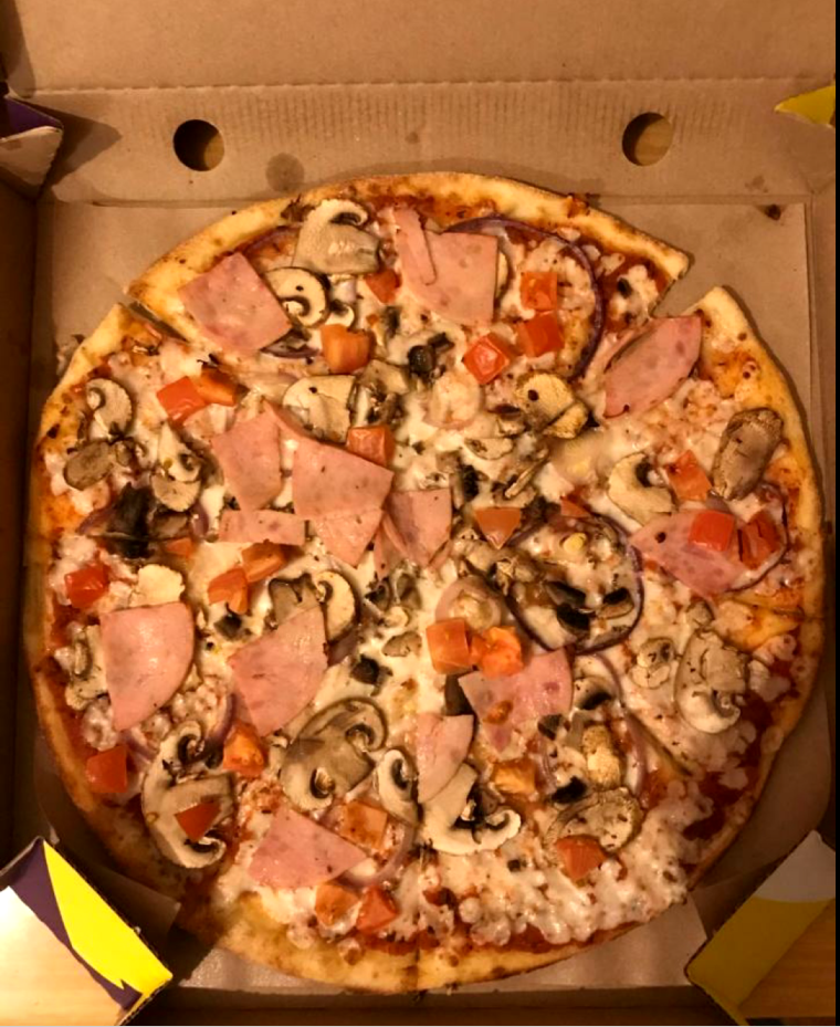 """Обещанную пиццу привезли 7 марта. Фото """"Metro"""""""