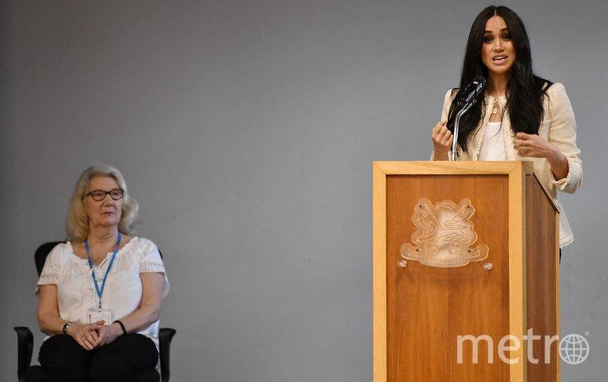 Меган Маркл посетила школу Robert Clack Upper School в городе Дагенем. Фото AFP