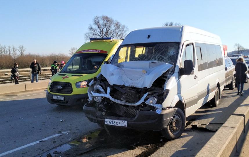 На Пулковском шоссе, на въезде в город, произошло серьёзное ДТП с пятью автомобилями. Фото https://vk.com/spb_today