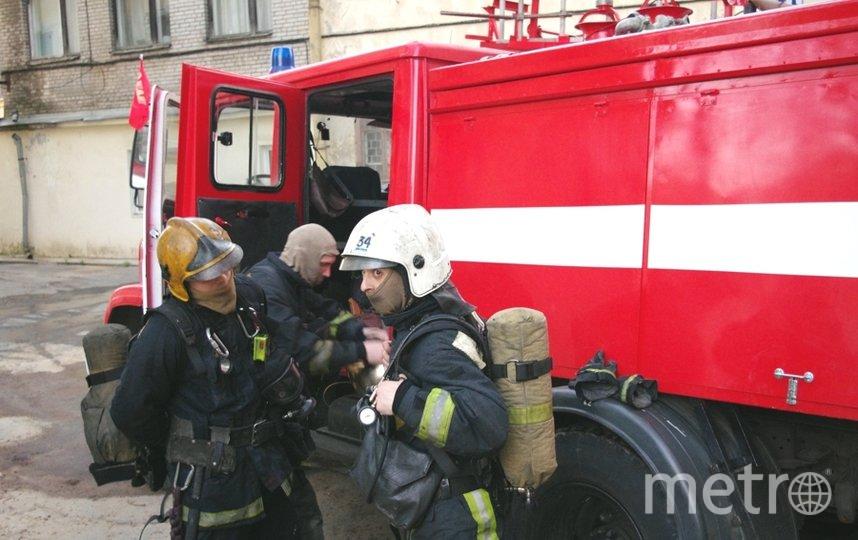 """В 22:38 открытое горение было ликвидировано. Фото пресс-служба МЧС, """"Metro"""""""