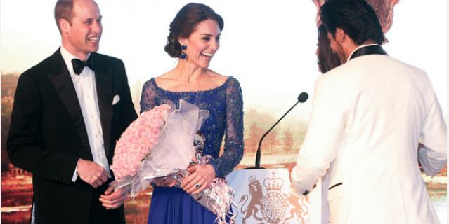Кейт в платье 4 года назад во время визита в Индию.
