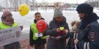 Сотрудники ГИБДД поздравили участниц дорожного движения с 8 Марта