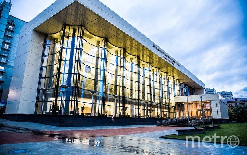 В концертных залах проводятся дополнительные меры дезинфекции помещений. Фото Иван Осинцев