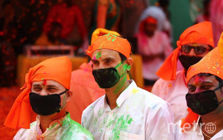 Эпидемия коронавируса не остановила людей от отмечания праздника весны. Фото AFP