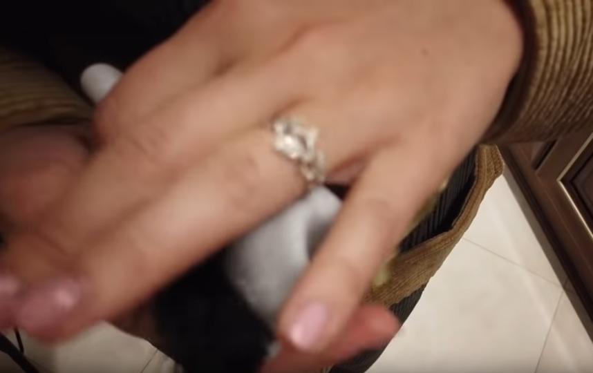 Подарок Павла Прилучного. Фото Скриншот Youtube