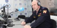 Новосибирцы читают сводки с фронта в радиоэфире