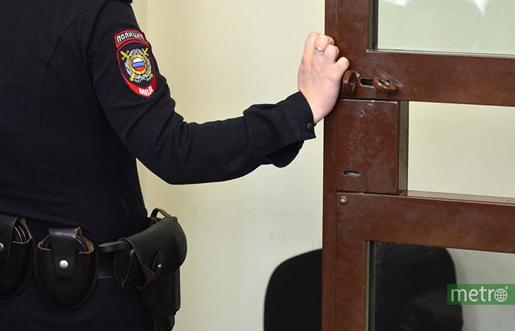 Вооруженного москвича задержали за попытку расплатиться поддельной купюрой и скрыться на такси. Фото Василий Кузьмичёнок