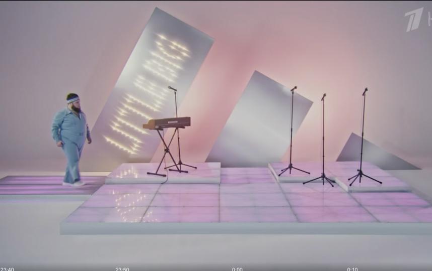 """Отрывок из клипа. Фото Скриншот с официального сайта Первого канала, программа """"Вечерний Ургант"""""""