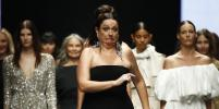 Без комплексов! Селеста Барбер зажгла на подиуме в Мельбурне