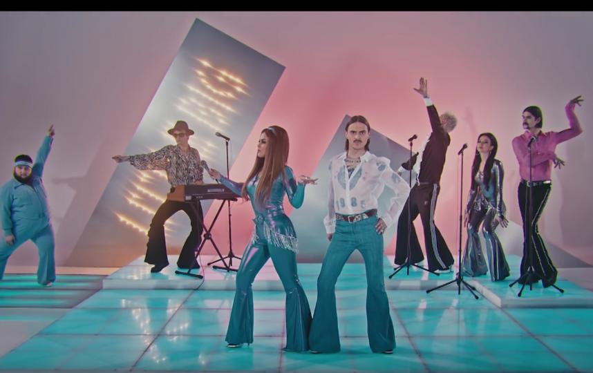 Кадр из клипа на песню Uno. Фото скриншот: youtube.com/watch?v=L_dWvTCdDQ4
