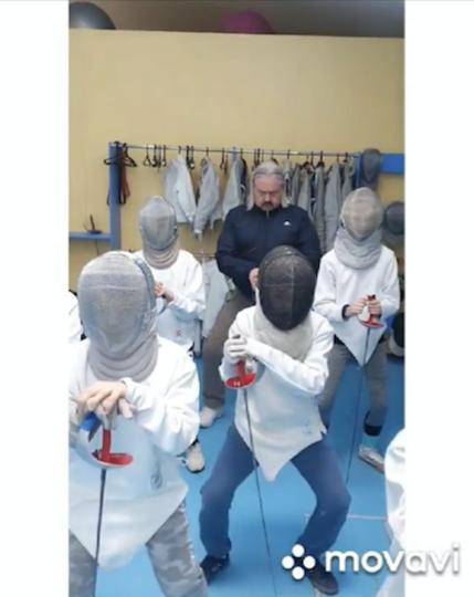 Тренеры Барнаульского фехтовального клуба сняли Uno с учениками. Фото instagram @Absout_club