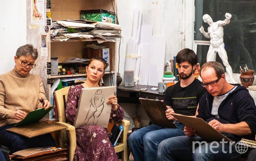 """На занятиях художники работают каждый в своей технике. Фото Алёна Бобрович, """"Metro"""""""