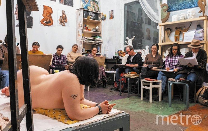 """На набросках натурщицы меняют позу каждые 5–10 минут. Фото Алёна Бобрович, """"Metro"""""""