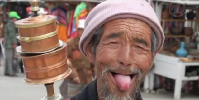 Можно показывать язык при встрече, как это делают тибетцы.