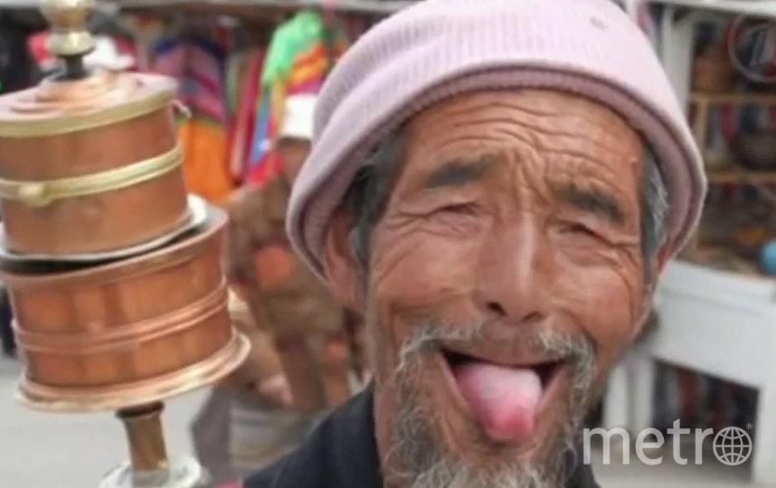 Можно показывать язык при встрече, как это делают тибетцы. Фото Скриншот Youtube