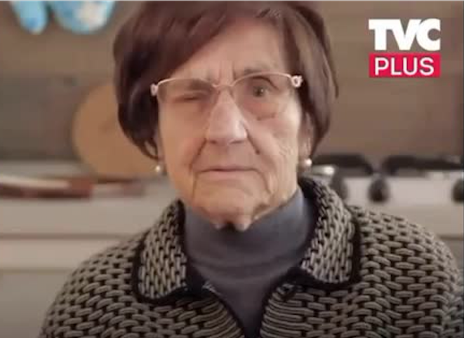 Итальянская блогерша-пенсионерка посоветовала при встрече подмигивать. Фото Скриншот Youtube