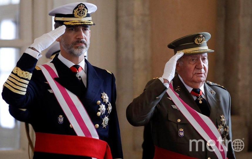 Король Испании Филипп VI и его отец Хуан Карлос. Фото AFP