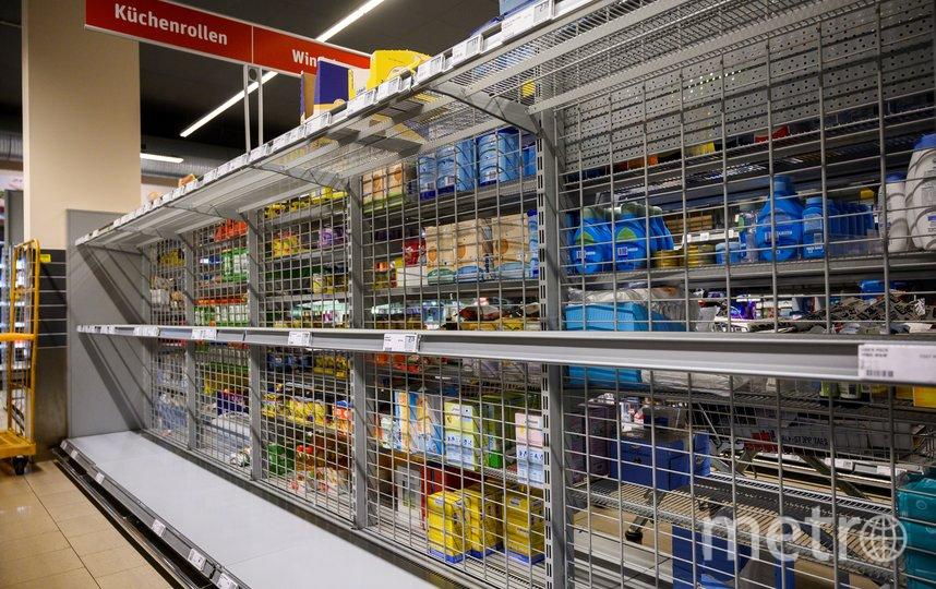 В Берлине тоже раскупили туалетную бумагу и бумажные полотенца. Фото AFP