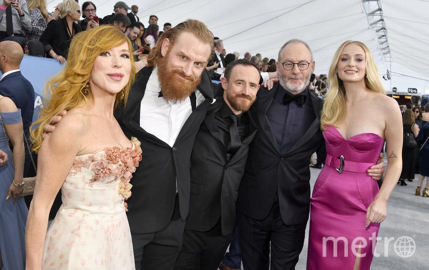 Кристофер Хивью с женой и коллегами по сериалу. Фото Getty