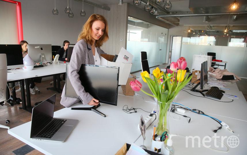 HR-директор сервиса Start Мария Тихонова вчера забрала из офиса вещи, чтобы работать из дома. Фото Василий Кузьмичёнок