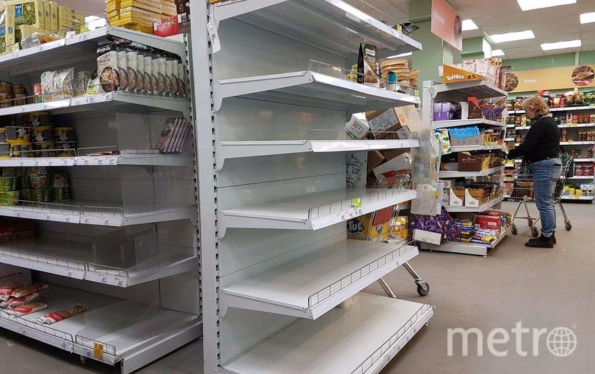 Российским покупателя рекомендовали держать дистанцию в магазинах. Фото Василий Кузьмичёнок
