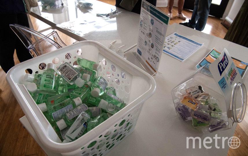 Братья из американского штата Теннесси скупили 18 тысяч бутылок антисептика, чтобы затем перепродать по завышенной цене на онлайн-платформах. Фото AFP
